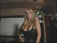 Porno online kućni porno u kuhinji analni orgija s mlada djevojčica u kuhinji