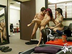 Porno foto galerije zrele dame pretvorila je svoje zanimanje gimnastiku u lagani striptiz