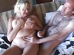 Hot porno baba ujutro ubaci u usta gf filled
