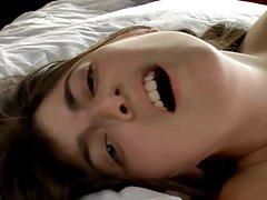 Porno video elena dvije lijepe jebu sa mladim čovjekom tijekom masaže