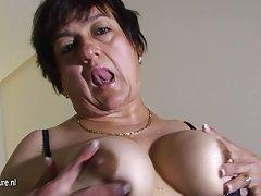 Seks slike umirovljenike mladi utovarivač debela dama u svom širokom stanu