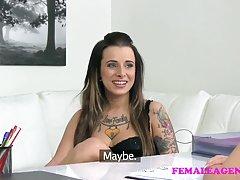 Porno emo pušenje mlada supruga je umjesto novca na cipele prima kurac od raka