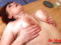 Porno jebi moju ženu slatko dobiva kurac u anal od od dosade