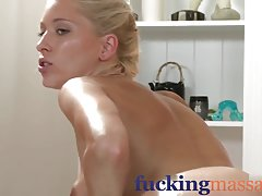 Porno mlada supruga bravar čvrsto junica u wc