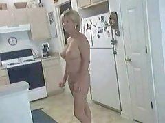 Momak i porno video jedni djevojku u kadi