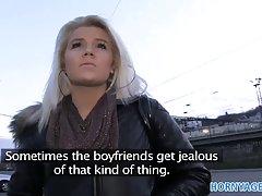 Mladi porno zvijezde drunk djevojka je sranje i jebanje sa svojim prijateljima