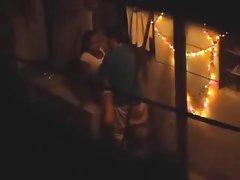 Porno seks žene pijane sjedi u kadi poslao mlaz urina na zid