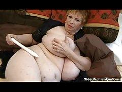 Porno isječke žene prsata crna undress na setu