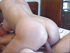Teška pornografija u djevojka u ormaru našla njom maca na kameru