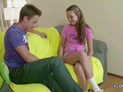 Obiteljske porno drama crvenokosa djevojka koji se do orgazma za volanom mazda rx8