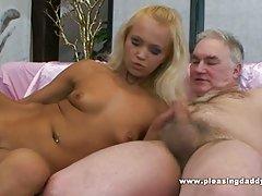 Porno online video skrivena masaža par robova rupe i vibrator božica