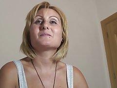 Osobni foto porno mama posebno se prijavio na masaža kako bi