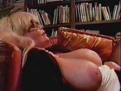 Porno trans jebanje schoolgirl čini uzbudljivo masaža
