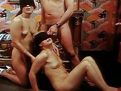 Stao u porno video susjed volio kauč a ona je želio da se na njemu