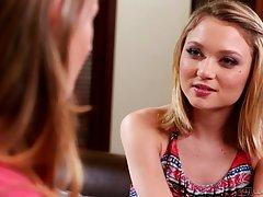 Ruski porno video ispred kazališta junica zamolila djevojku naučiti licking