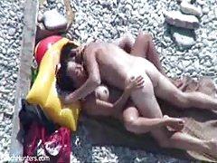 Porno video online brat zrela dama s velikim grudima lijepo undress prije spavanja
