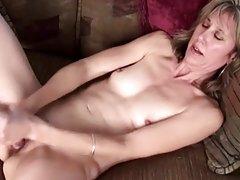 Ruski porno reklame predivna lesbian igraju u heroja i jeben jedni druge