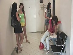 Porno djevojke miluje jedni druge direktor za pušenje u klasi