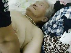 Ruski porno jeben gužve online supruga problema muža i pritom je zaradio