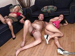 Porno flush svlačenje tri ruske kurve jebu u pušaka različitim igračkama